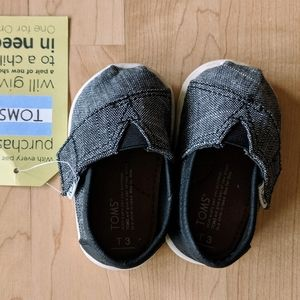 Tom's Tiny Classic NWT Black Chambray shoes